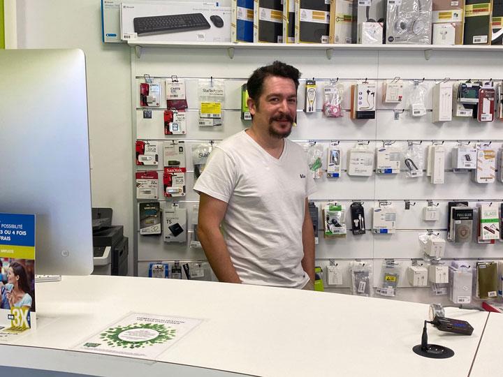IT Services – Victor, technicien atelier smartphones et consoles